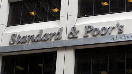 Hãng Standard & Poor's bị chỉ trích sau khi hạ mức tín nhiệm tín dụng của Mỹ - Ảnh: AFP