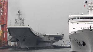 Tàu sân bay Thi Lang cập cảng Đại Liên, Liêu Ninh (Trung Quốc) ngày 14-8 sau khi chạy thử nghiệm trên biển - Ảnh: China.org.cn