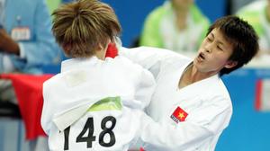 Nguyệt Ánh (phải) thi đấu ở Asiad 2010 - Ảnh: N.K.