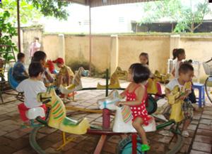 Thị trấn Đà Bắc (Đà Bắc) quan tâm  chăm sóc trẻ em góp phần giảm tỷ lệ trẻ SDD trên địa bàn xuống còn 8%.