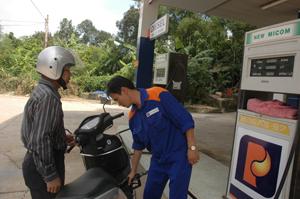 Cửa hàng xăng dầu Lâm Sơn (Lương Sơn) thuộc PTS Hòa Bình luôn đặt lợi ích của khách hàng lên hàng đầu.