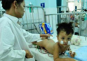 Một bé 24 tháng tuổi bị TCM nhập viện điều trị từ 16/8 đến nay