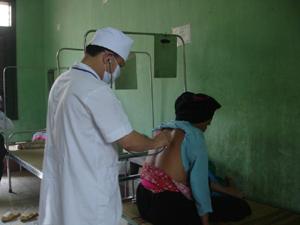 Bệnh viện Đa khoa huyện Đà Bắc quan tâm chăm sóc sức khỏe cho chị em phụ nữ.