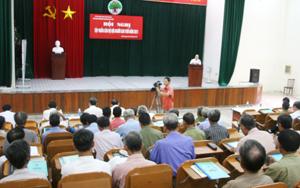 Các học viên tại hội nghị nghe tiến sỹ Bùi Ỉnh trình bày nội dung cơ bản của Luật Người cao tuổi.