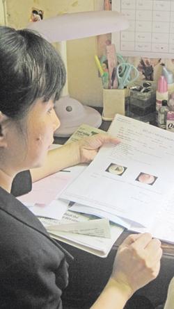 Hôm qua, chị Minh Nguyệt đã cung cấp toàn bộ giấy tờ, hóa đơn liên quan đến việc khám chỗ BS Tuấn cho Ban giám đốc BV Bình Dân.