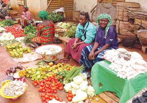 Giá lương thực cao sẽ ảnh hưởng nghiêm trọng đến các nước nghèo. Trong ảnh là một khu chợ tại Burkina Faso.
