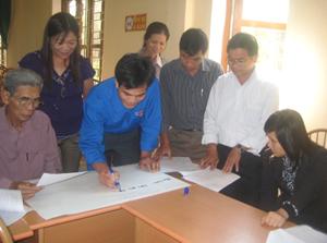 ĐV-TN xã Mông Hóa (Kỳ Sơn) tham gia lập kế hoạch phát triển KT-XH, thực hiện CCHC.