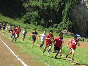 Các VĐV xã Địch Giáo tham gia giải điền kinh vô địch huyện Tân Lạc năm 2012.