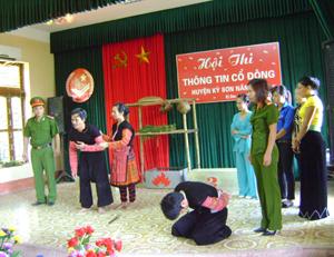 """Tiểu phẩm """"Chỉ tại cái ma túy"""" của đơn vị thị trấn Kỳ Sơn để lại nhiều ấn tượng cho khán giả."""