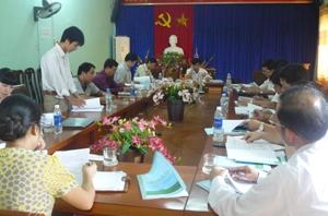 Đại diện đơn vị tư vấn trình bày tóm tắt nội dung đồ án quy hoạch NTM 4 xã Cao Dương, Cao Thắng, Thanh Lương, Hợp Châu tại hội nghị.