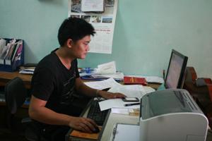 Cán bộ, công chức xã Đồng Nghê ứng dụng CNTT vào công việc nâng cao chất lượng, hiệu quả công tác chuyên môn.