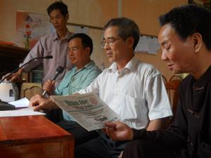 Một buổi thực hiện chương trình của Trạm truyền thanh Xuân Tiến, xã Xăm Khòe.