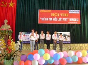 Từ nguồn quỹ bảo trợ trẻ em, huyện Cao Phong phối hợp với tổ chức Childfund tại Việt Nam tổ chức hội thi tìm hiểu Luật ATGT năm 2012.