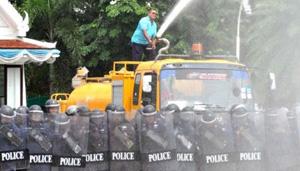 Cảnh sát Thai-lan diễn tập giải tán biểu tình bạo loạn.