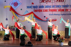 Một tiết mục kịch thông tin tại hội thi NTQC và thông tin tuyên truyền cổ động huyện Cao Phong.