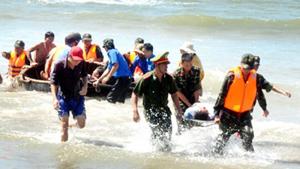 Diễn tập ứng phó sóng thần tại bãi biển xã Mỹ An, huyện Phù Mỹ (Bình Định).