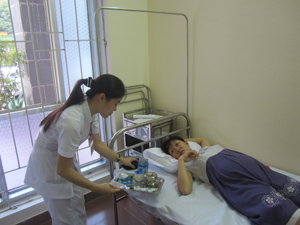 Bệnh nhân đến khám và điều trị ngay trong ngày đầu tiên phòng khám theo yêu cầu BVĐK tỉnh đi vào hoạt động.