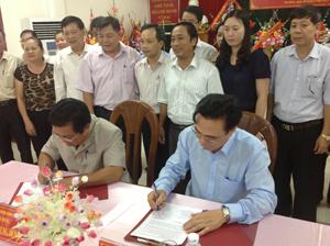 Lãnh đạo Sở LĐ-TB&XH,  BHXH tỉnh  ký kết chương trình phối hợp.