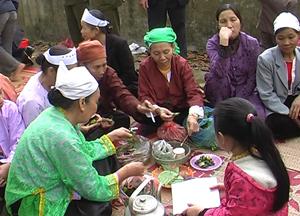 Dù cuộc sống có nhiều đổi thay nhưng người dân xóm Nghĩa (Thị trấn Vụ Bản - Lạc Sơn) vẫn duy trì tình đoàn kết, nét đẹp về tình làng nghĩa xóm.