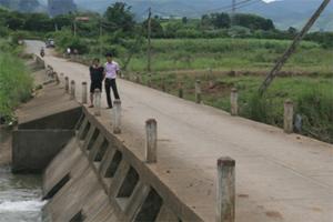 Ảnh hưởng cơn bão số 5 vừa qua, nước lũ đã cuốn trôi 2 vợ chồng trẻ người Thu Phong khi đi qua ngầm 834.