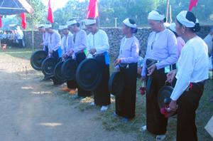 Chi hội NCT xóm Vó Giữa, xã Nhân Nghĩa (Lạc Sơn) tập đánh chiêng chuẩn bị cho buổi giao lưu văn nghệ chào mừng Quốc khánh 2/9.