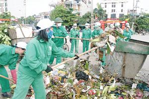 Công ty Môi trường đô thị Hòa Bình thu gom, xử lý rác thải trên địa bàn thành phố, góp phần giảm thiểu tình trạng ô nhiễm môi trường.