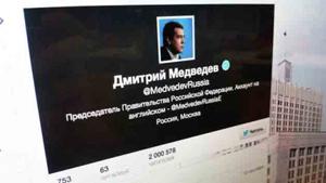 Hình ảnh chụp tài khoản twitter của Thủ tướng Nga Dmitry Medvedev bị hack. (Ảnh: RIA Novosti).