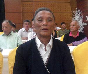 Già Đặng Tiến Bình, người cao tuổi có uy tín ở xóm Phủ, xã Toàn Sơn (Đà Bắc) luôn đi đầu trong các phong trào thi đua ở cơ sở.