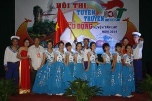 Đội văn nghệ thị trấn Mường Khến đoạt giải nhất Hội thi tuyên truyền-cổ động huyện Tân Lạc năm 2014.