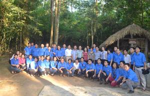 Lãnh đạo và đoàn viên báo Đảng 4 tỉnh thăm quan khu di tích quốc gia đặc biệt TânTrào.