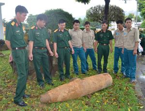 Quả bom phát hiện tại xóm Yên Hòa xã Yên Lạc (Yên Thủy) ngày 21/8 sau khi được xử lý theo phương pháp tháo dỡ.