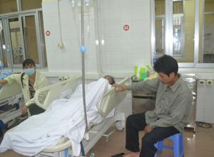Bệnh nhân Xa Đức Thuận đang được điều trị tại Bệnh viện đa khoa tỉnh.