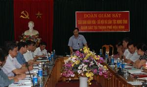 Đồng chí Nguyễn Văn Toàn, Trưởng Ban Tuyên giáo Tỉnh ủy, Trưởng đoàn giám sát phát biểu tại buổi giám sát.
