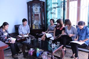 Đội ngũ cán bộ DS-KHHGĐ huyện Lương Sơn thường xuyên họp giao ban, trao đổi nghiệp vụ chuyên môn.