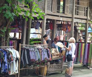 Mai Châu đã và đang trở thành một điểm du lịch hấp dẫn đối với du khách trong và ngoài nước.                                                                                                          ảnh: PV