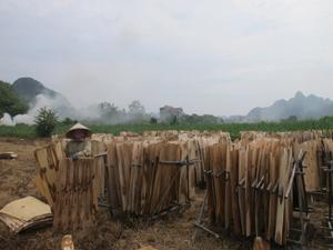 Huyện Yên Thủy luôn khuyến khích người dân phát triển kinh tế theo hướng mở rộng sản xuất, kinh doanh dịch vụ để hướng tới mục tiêu giảm nghèo bền vững, góp phần đảm bảo an sinh xã hội.