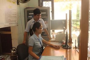 """BHXH huyện Lạc Sơn đẩy mạnh thực hiện cải cách hành chính tại bộ phận """"một cửa"""" góp phần giảm tải thủ tục cho người dân đến giải quyết chế độ"""