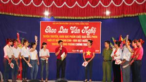 Chi hội phụ nữ xóm Phung II và xóm Cọi xã Ngọc Mỹ tham gia trả lời câu hỏi của BTC về 4 phẩm chất đạo đức Phụ nữ Việt Nam thời kỳ đẩy mạnh CNH-HĐH.