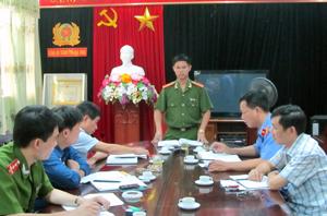 Thiếu tá Bùi Việt Hùng, Trưởng Công an TPHB  thường xuyên họp án với các đội nghiệp vụ và đơn vị chức năng.