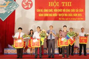 Kết thúc hội thi, Ban tổ chức đã  trao giải nhất cho đơn vị cơ quan chính quyền huyện Mai Châu.