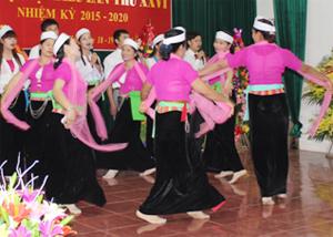Phong trào văn nghệ quần chúng ở xã Xuất Hóa (Lạc Sơn) góp phần bảo tồn và phát huy bản sắc văn hóa tốt đẹp của dân tộc.