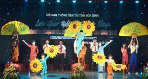 Tham gia liên hoan, các đơn vị trong toàn ngành GT-VT đã mang đến hơn 20 tiết mục múa hát đặc sắc ca ngợi Đảng, ca ngợi Bác Hồ, quê hương đất nước con người Việt Nam.