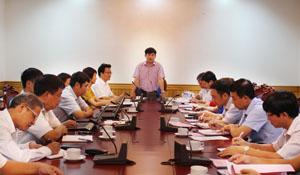 Đồng chí Nguyễn Văn Dũng, Phó Chủ tịch UBND tỉnh phát biểu tại buổi làm việc với Đoàn công tác trường Đại học Khoa học tự nhiên.