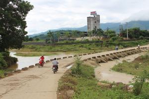 Ngầm Cời, xã Tân Vinh (Lương Sơn) là vị trí trọng yếu được cắt cử người trực gác, chỉ dẫn phân luồng trong tình huống nước lũ dâng cao.