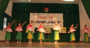 Các em thiếu nhi tham gia biểu diễn văn nghệ tại lễ tổng kết.