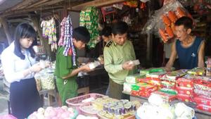 Đoàn công tác liên ngành huyện Mai Châu kiểm tra các cơ sở kinh doanh liên quan đến lĩnh vực ATVSTP trên địa bàn huyện.