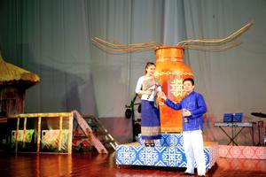 """Tiết mục """"Sắc hương tình Việt – Lào"""" của đoàn Hòa Bình đạt Huy chương vàng tại Liên hoan nghệ thuật 5 nước Đông Nam Á"""