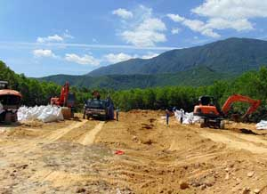 Toàn bộ chất bùn thải nguy hại chôn lấp trái phép tại trang trại ở phường Kỳ Trinh, thị xã Kỳ Anh đã được bốc xúc đưa về niêm phong lưu trữ chờ xử lý.
