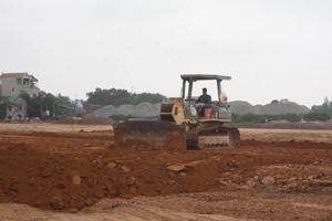 Nhà thầu đẩy nhanh tiến độ thi công dự án Trung tâm thương mại Lương Sơn (Lương Sơn).