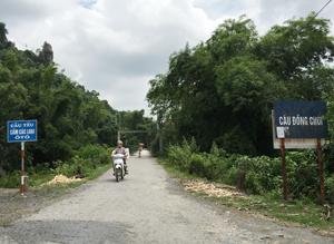 Do hậu quả mưa bão, cầu Đồng Chúi, xã Tân Vinh (Lương Sơn) cấm các loại ô tô đi qua để đầu tư xây mới khắc phục sự cố lâu dài.